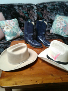 COWBOY HAT AND COWBOY BOOTS