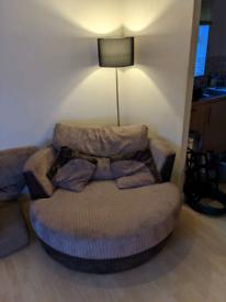 Cwtch swivel chair