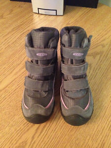 Keen winter boots; girls size 1; velcro; excellent condition Peterborough Peterborough Area image 3