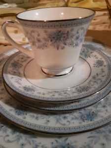 NORITAKE BLUE HILL 2482 Contemporary Fine China NEVER USED!