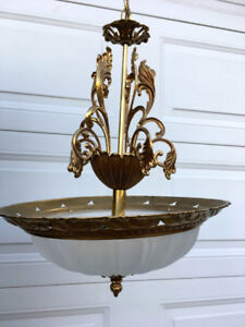 Antique style pendent ceiling light