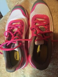 Under armour breast cancer running shoes