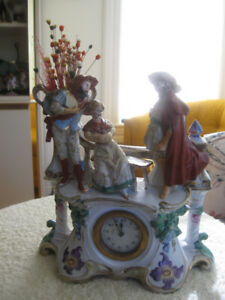 CHARMING ANTIQUE HAND-PAINTED GERMAN PORCELAIN MANTEL CLOCK
