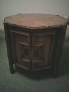 Oak coffee table with storage space