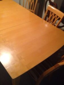 Solid wood table mint condition 4 chairs only 150