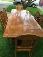 Solid Oak Dining Table with 2 Leafs & 6 Chairs