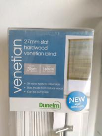 2x Venetian Blinds