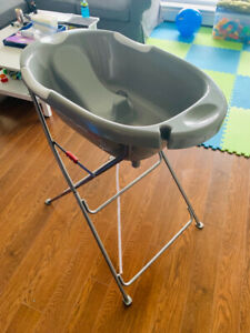 Kidiway Deluxe Baby Bathtub and support stand