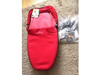 New Quinny Moodd/Buzz Foldable Carrycot in Red Rumour