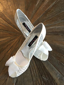 IVORY SPARKLY HEEL WITH BOW - size 10