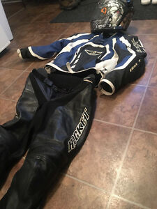 Motorcycle riding suit