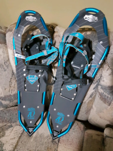 Womens Snowshoes (Like New Condition)