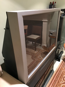 Large HITACHI Rear-Projection TV with base