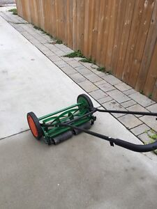 "Scott's 18"" reel mower Stratford Kitchener Area image 2"
