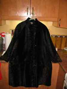 Très Beau Manteau fourrure (Faux-Fur)Size 9 Excellente Condition