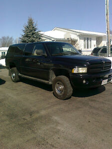 1999 Dodge Power Ram 2500 Sport - Loaded w/low KMS