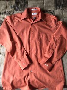 Men's Size Small VanHeusen Dress Shirt