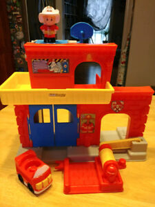 3 Little People Playsets