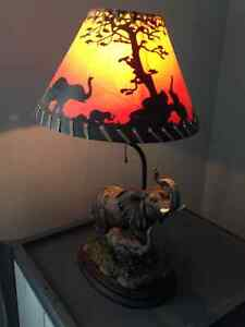Beautiful Table Lamp 20 inches high and 12 inches wide London Ontario image 9