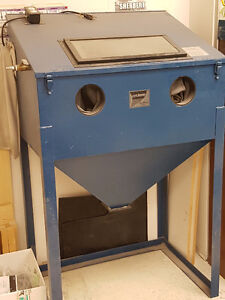 sandblast cabinet cyclone 3624, excellent condition, top opening