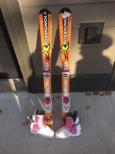 Kids skis on boots