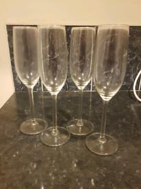 4 Champagne glasses / flutes