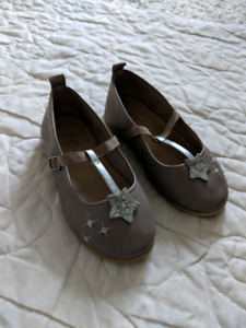 Toddler girl shoes, size 7- new and EUC