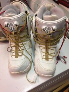 Size 7 women's snowboard boots