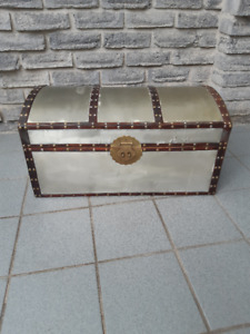 SMALL TIN METAL COVERED TRUNK