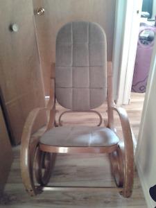 Chaise berceuse en bois