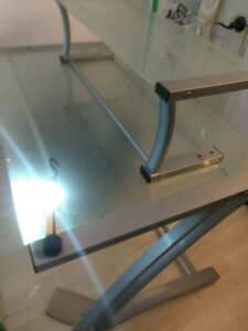 CUSTOM TEMPERED GLASS TABLETOP W/TABLESUPPORT