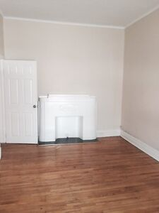 HUGE 3 BED with ONE MONTH FREE in a SANDY HILL