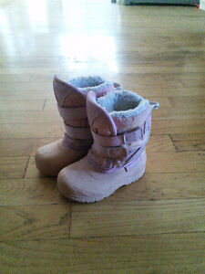Size 5 snow boots, warm and very good condition