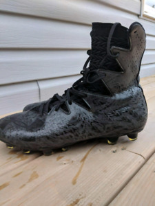 Under Armor Highlights Football Cleats size 9.5