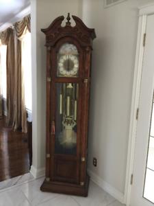 Tres belle Horloge comme neuve faut la voir,super belle.