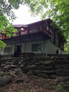 Sutton, QC saison d'été, deux chambres, access au Lac Kelly