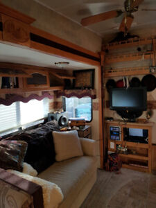 Forest River Sandpiper Luxury 5th Wheel 2008–Stored Indoors