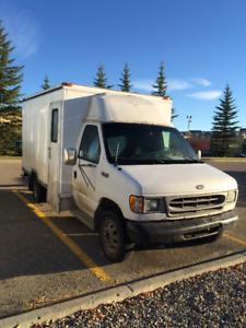 2001 Ford E-350 Cutaway Cube Van Other