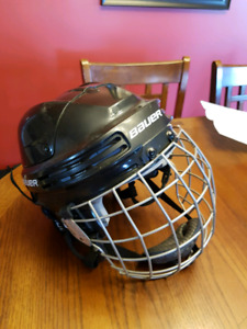 Bauer 3500L hockey helmet, like new with cage