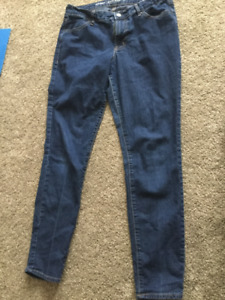 Women's old navy skinny jeans. Size 10.