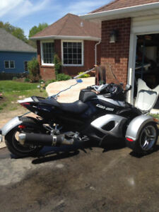 Like New. Premier Edition Can Am Spyder