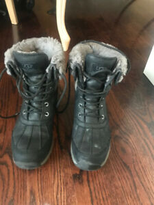SELLING BOOTS UGG