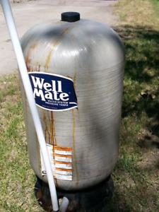 Pompe à eau et réservoir