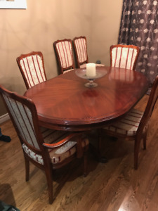 SOLID CHERRY WOOD CANADIAN MADE DINNING ROOM SET