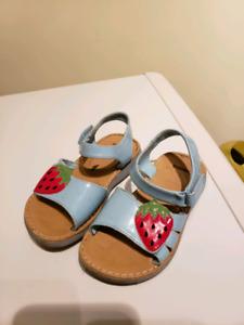 Gymboree girls sandals (size 8)