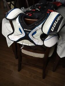 Hockey shoulder pads - very good condition