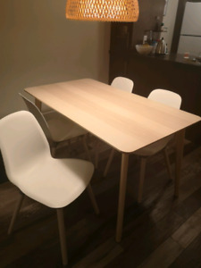 Table ikea + 4 chaises