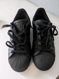 BLACK LEATHER ADDIDAS SUPERSTAR TRAINERS SIZE 5 And A HALF