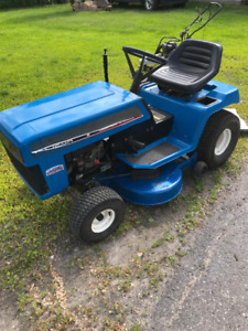 tracteur a pelouse Ford 12hp 38 `` tractor mower