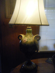 SIGNED TABLE LAMP